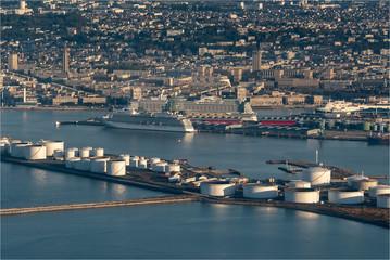 Fotobehang Poort vue aérienne du port du Havre au petit matin en France