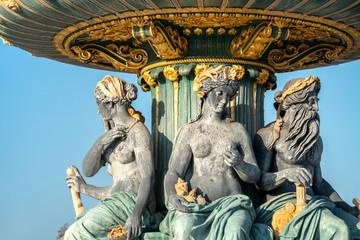 Springbrunnen Fontaine des Mers am Place de la Concorde in Paris, Frankreich