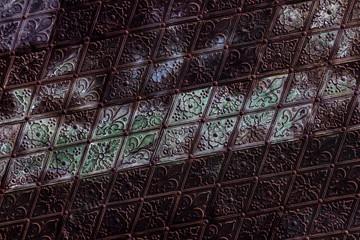 Antikes Kupfermuster mit Patina und Grünspan