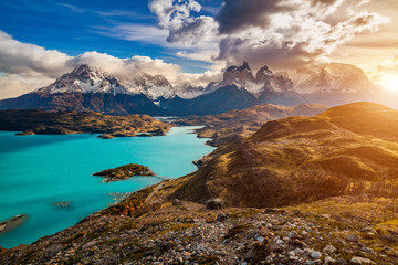 Majestic mountain landscape. National Park Torres del Paine, Chile. Fototapete