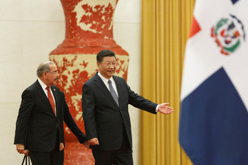 Chinese President Xi Jinping and Dominican Republic's President Danilo Medina attend a welcoming ceremony at the Great Hall of the People in Beijing