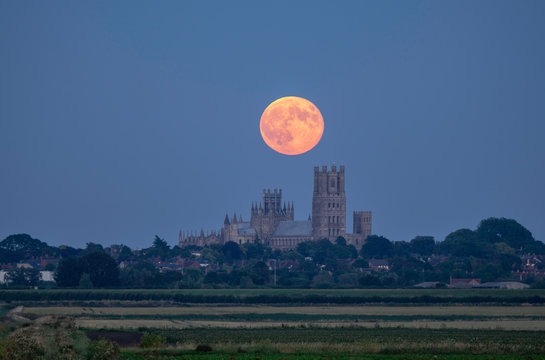 Strawberry Moon rises behind Ely Cathedral, 28th June 2018