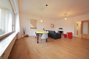salon salle à maanger d'un petit appartement rénové