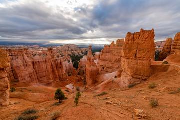 Fototapete - Golden Hour over Thor's Hammer & the Navajo Loop Trail