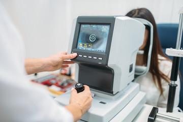 Computer diagnostics of vision, choice of glasses