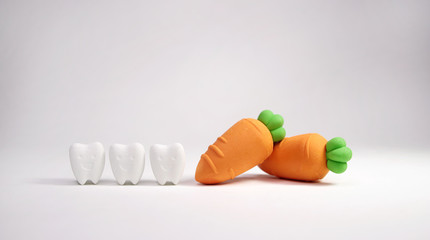 Smile Tooth Model with Carrot Model If You Eat Vegetables That Are Good For Your Teeth