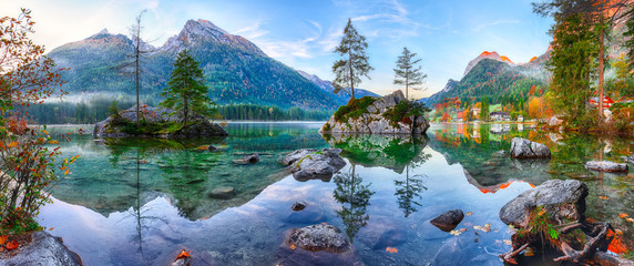 Fantastic autumn sunrise of Hintersee lake. Classic postcard view of Hintersee Fototapete