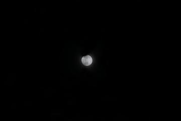 月とクレーター