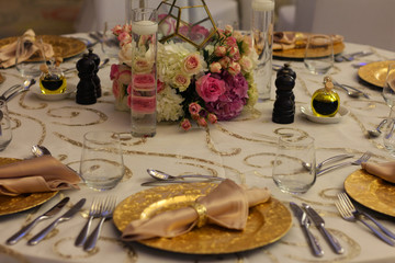 arabic theme table with golden plate