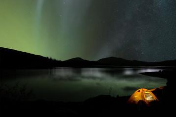 Zelt vor Nordlicht
