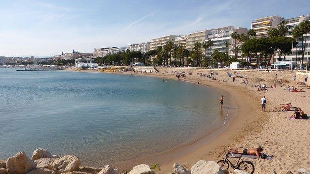 Ville de Cannes, vue sur la plage de la Croisette (France)