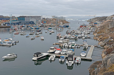 Foto op Canvas Poolcirkel The Harbor of a Remote Greenland Fishing Village