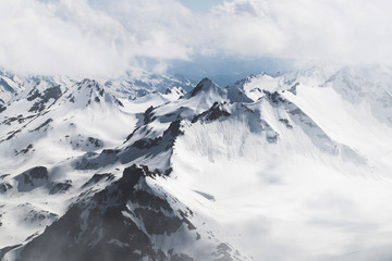 Panoramic view of high mountain peaks in snowy and foggy cold weather. Hiking and climbing in Elbrus region Fototapete
