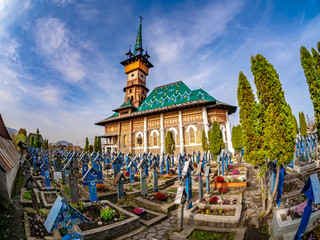 Stores photo Cimetiere Graveyard in Famous Merry (Joy) Cemetery in Sapanta - Maramures region, Romania.