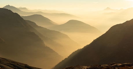 Fotomurales - Fog in the valley during sunset in a mountain wilderness. Mont Blanc Massif, France.