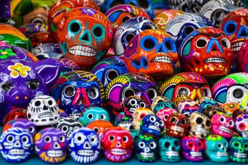Artesanias mexicanas calaveras de colores