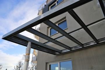 Fototapeta Hofüberdachung mit Glas obraz