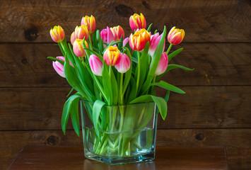 Obraz tulips in a vase - fototapety do salonu
