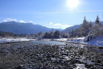 winterliche Flusslandschaft
