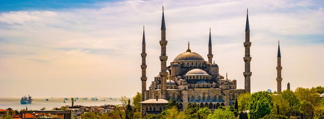Blue mosque in glorius sunset, Istanbul, Sultanahmet park.