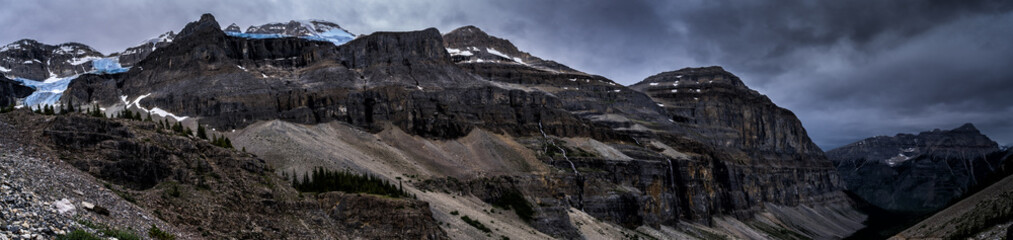 Fototapete - Canadian Rockies Panorama.  Mountains & Glaciers of Kootenay National Park, British Columbia.