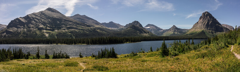 Fototapete - Beautiful Mountains and Lakes of Glacier National Park, Montana
