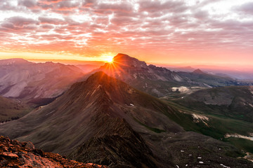 Fototapete - Dramatic Sunrise in the Colorado Rocky Mountains.  Photo taken from the summit of Wetterhorn Peak in the San Juan Range