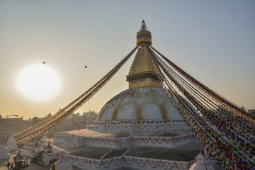 ネパールのカトマンドゥ 世界遺産のボダナート寺院 美しい朝日と空と野鳥の群れ