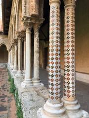 Bellissime colonne moscate del Chiostro dei Benedettini, Monreale, Sicilia, Italia