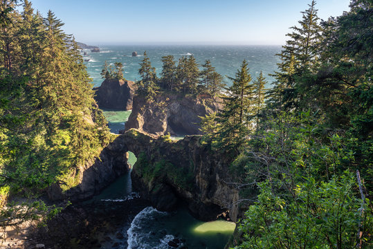 Natural Bridges of Samuel H. Boardman State Scenic Corridor, Oregon, USA