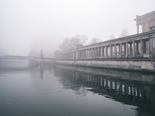 Berliner Dom im Nebel