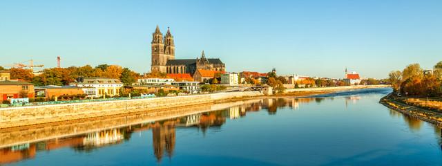 Fototapete - Magdeburg, Magdeburger Dom an der Elbe