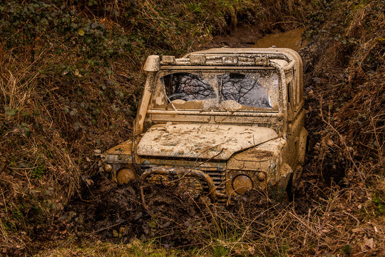 4x4 truck stuck in a gully using an electric winch to free itself