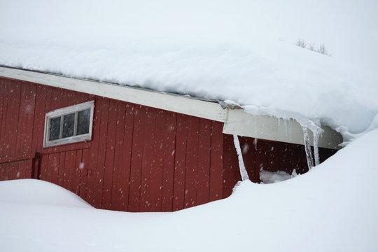 Much snow near the house.