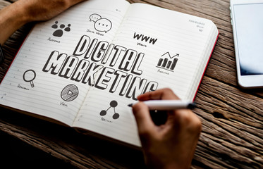 Man drawing digital marketing in a notebook