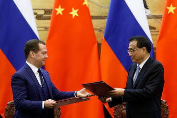 Russian Prime Minister Dmitry Medvedev and Chinese Premier Li Keqiang attend a signing ceremony at the Great Hall of the People in Beijing