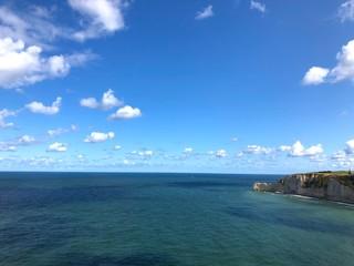Mare e scogliera di Étretat, Normandia, Francia
