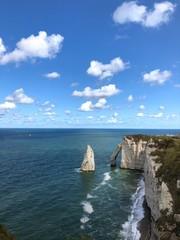 Meraviglioso arco della scogliera di Étretat, Normandia, Francia