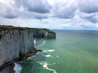 Scogliera e nuvole, Étretat, Normandia, Francia
