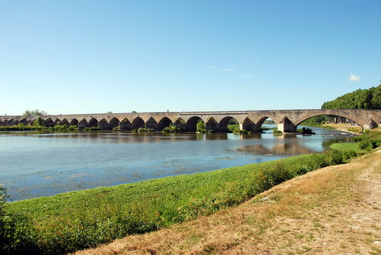 Pont de Beaugency, ville du Val de Loire, département du Loiret, France