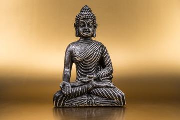 Buddha auf goldenem Grund