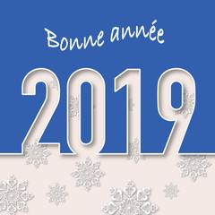 Carte de vœux montrant l'année 2019 découpé sur un fond bleu avec en fond des flocons blancs pour souhaiter la nouvelle année.