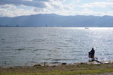 諏訪湖の釣り人