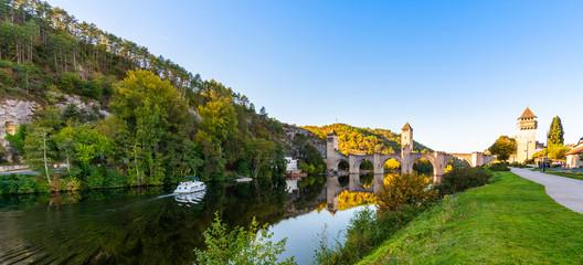Cahors et le pont Valentré sur le Lot, Occitanie en France