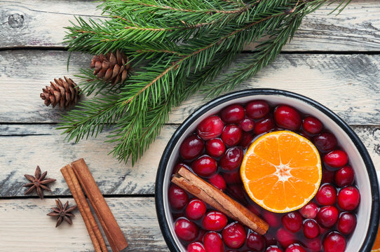 Christmas potpourri. Hot scented beverage made from cranberry, cinnamon, clementines and spices.