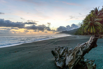 Colorful Beach Sunset at Corcovado National Park, Costa Rica Fototapete