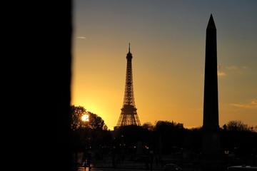 Coucher de soleil sur la tour Eiffel et l'Obélisque de la Concorde