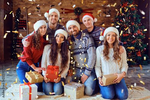 Fotos Cena Navidad Frinsa.Happy Friends With Gifts Smiling At Christmas Stock Photo