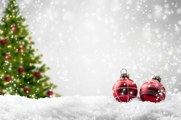 weihnachtsbaum, christbaumkugeln, schnee