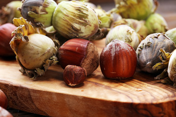 hazelnut with shell and craked and hazelnut leaves.